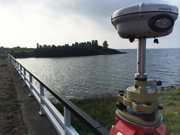 2014 Grevelingendam, inmeten spuisluis